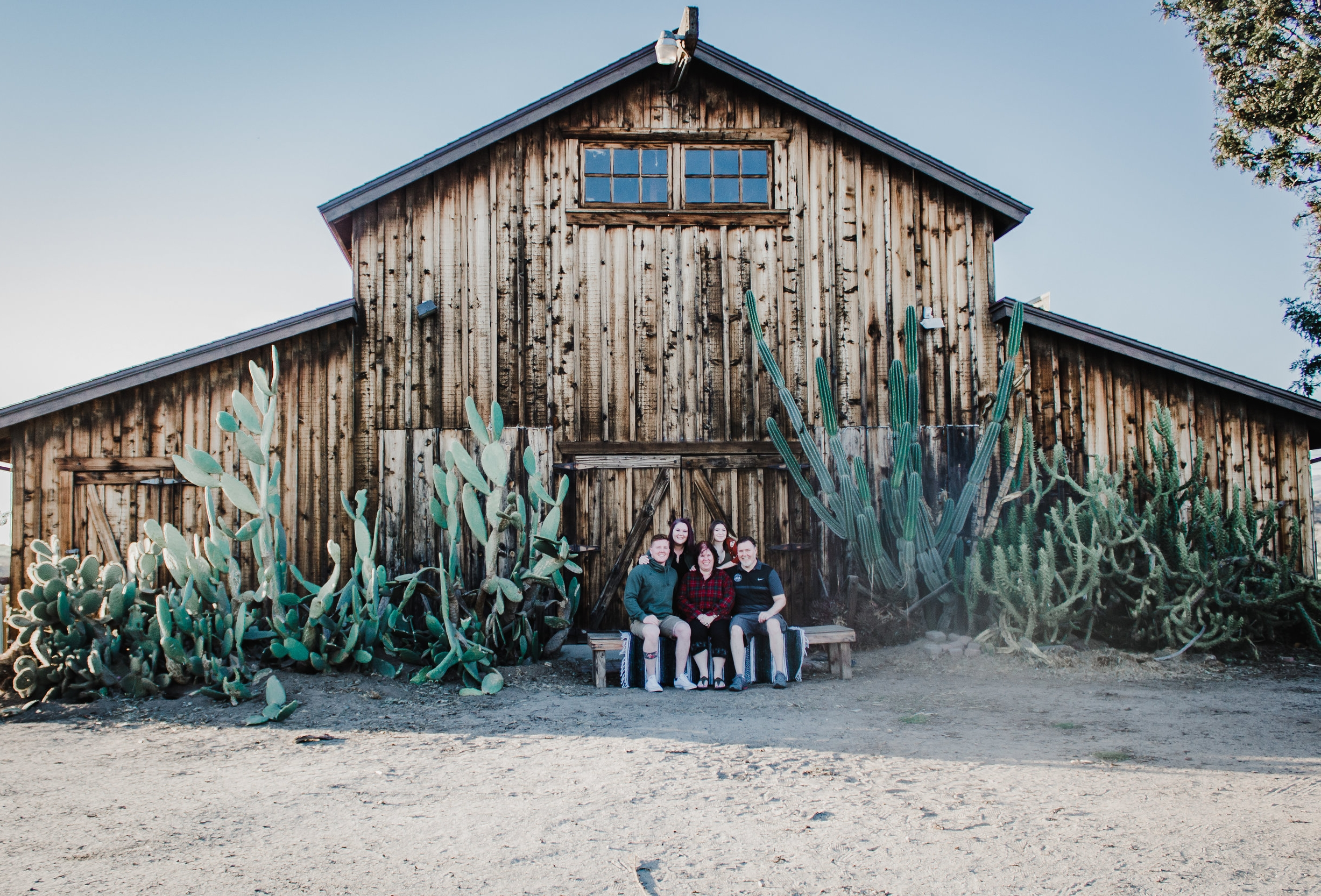 Family Photography at a Barn.jpg