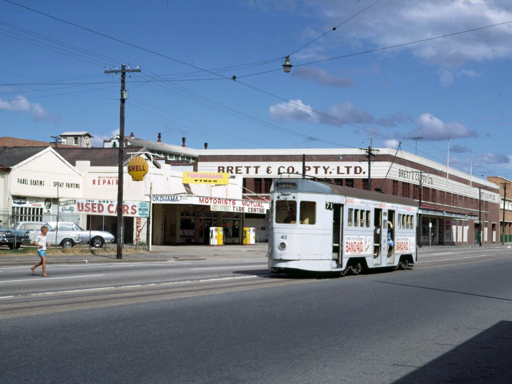 post_trams_10_BCC_411_Grey_St_nr_Sth_Bris_Stn_Feb1969_fixed