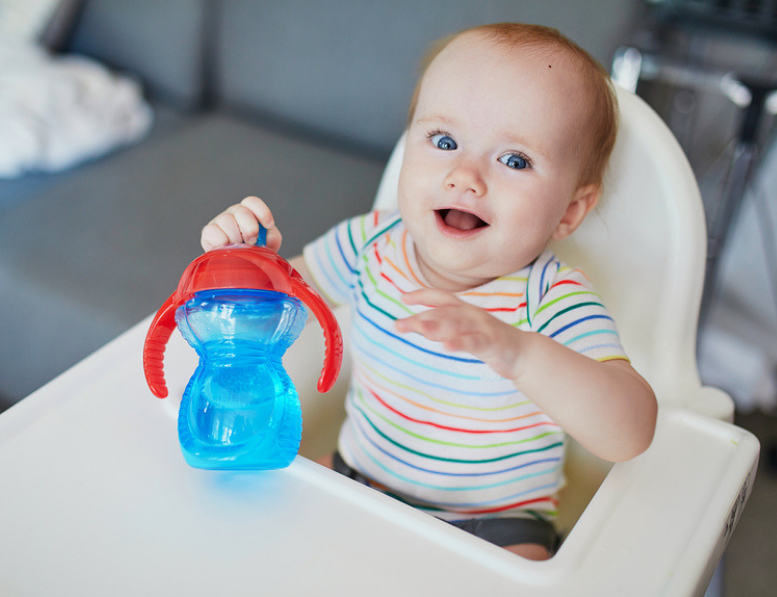 5 Tips To Transition Your Baby From Bottle To Sippy Cup