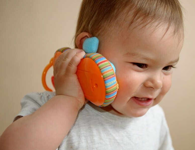 BABIES' BABBLING INFLUENCES HOW PARENTS TALK TO THEM