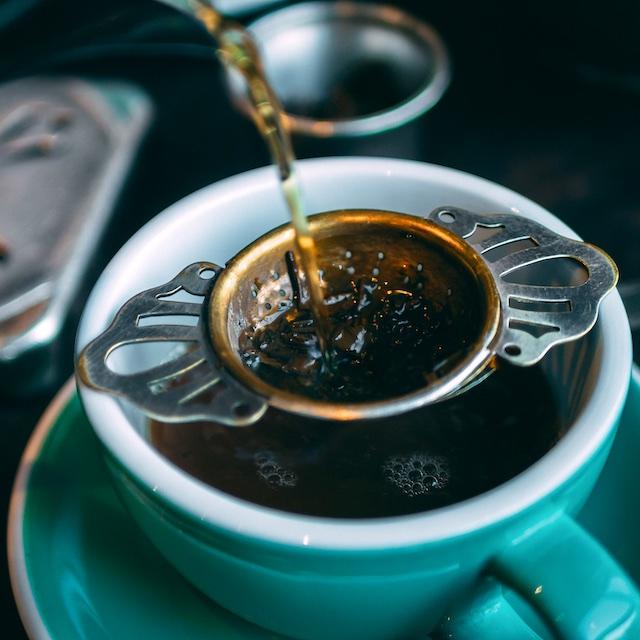 pouring_tea.jpg