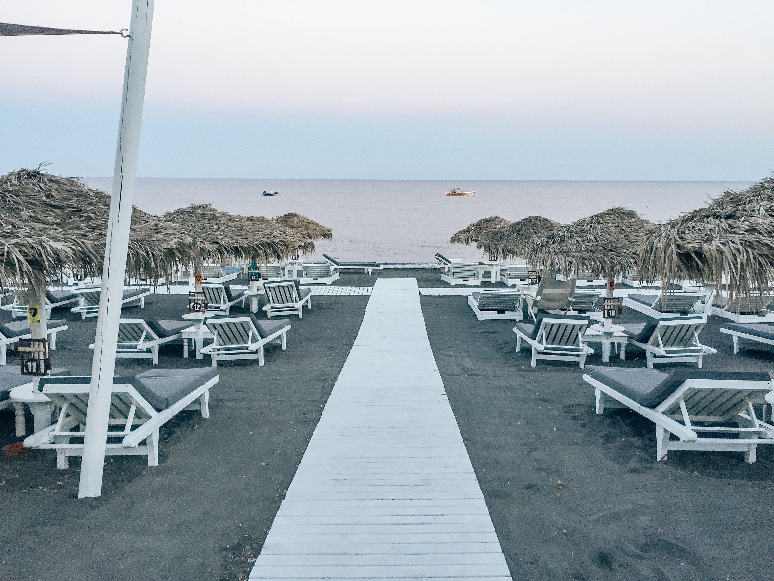 perivolos beach santorini greece black sand