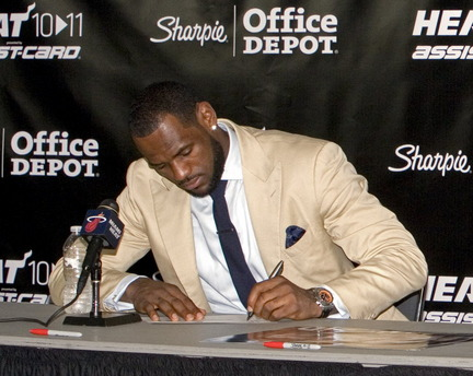 lebron-contract-signing.jpeg