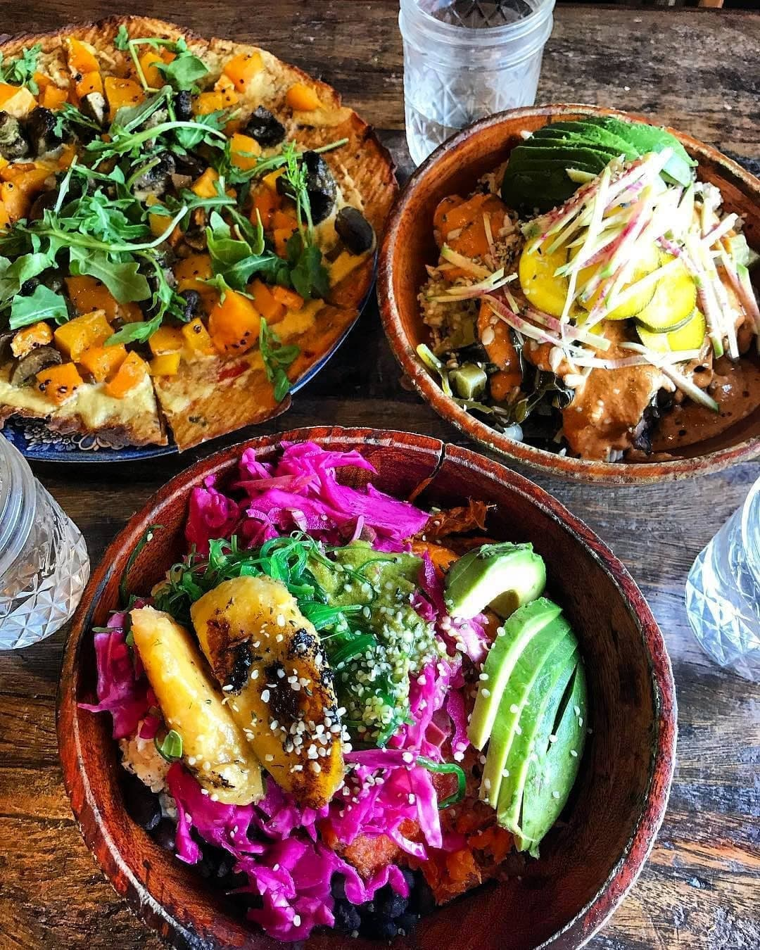 💚 Eve - Eve is a casual restaurant serving up imaginative menus of various plan based vegan meals all day. They have two locations in Encinitas and Oceanside with room for events. Their menu includes warm macrobiotic bowls, flatbreads, burgers, sandwiches, pizzas, salads, smoothies, and best yet, kids eat free every single day!