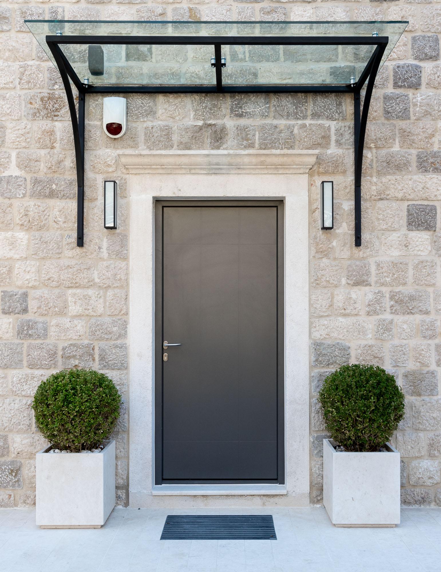 Entrance-door-villa-rizon-risan.JPG