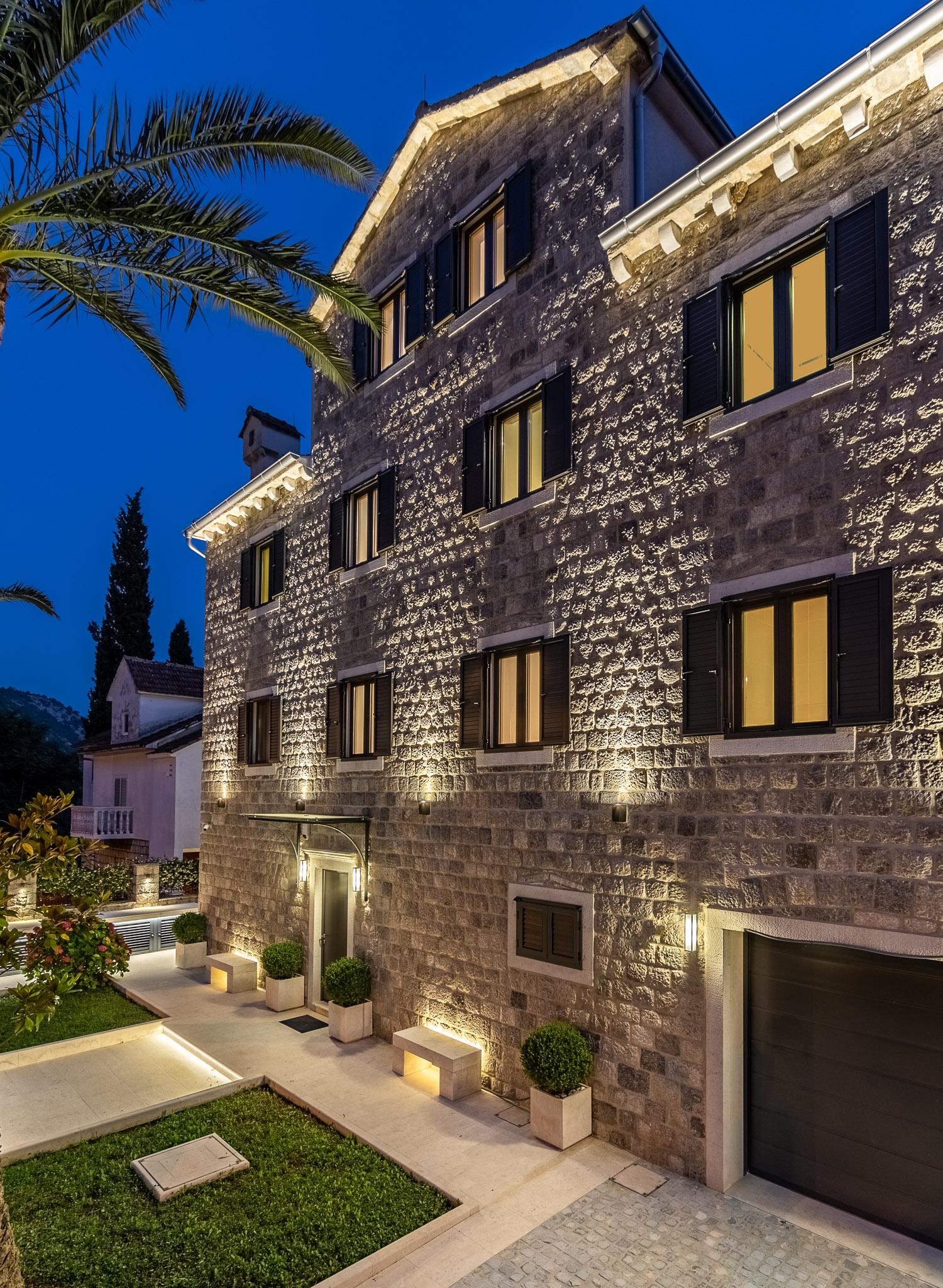 waterfront-villa-with-palmtrees-risan-Bay-Of-Kotor-Montenegro.JPG