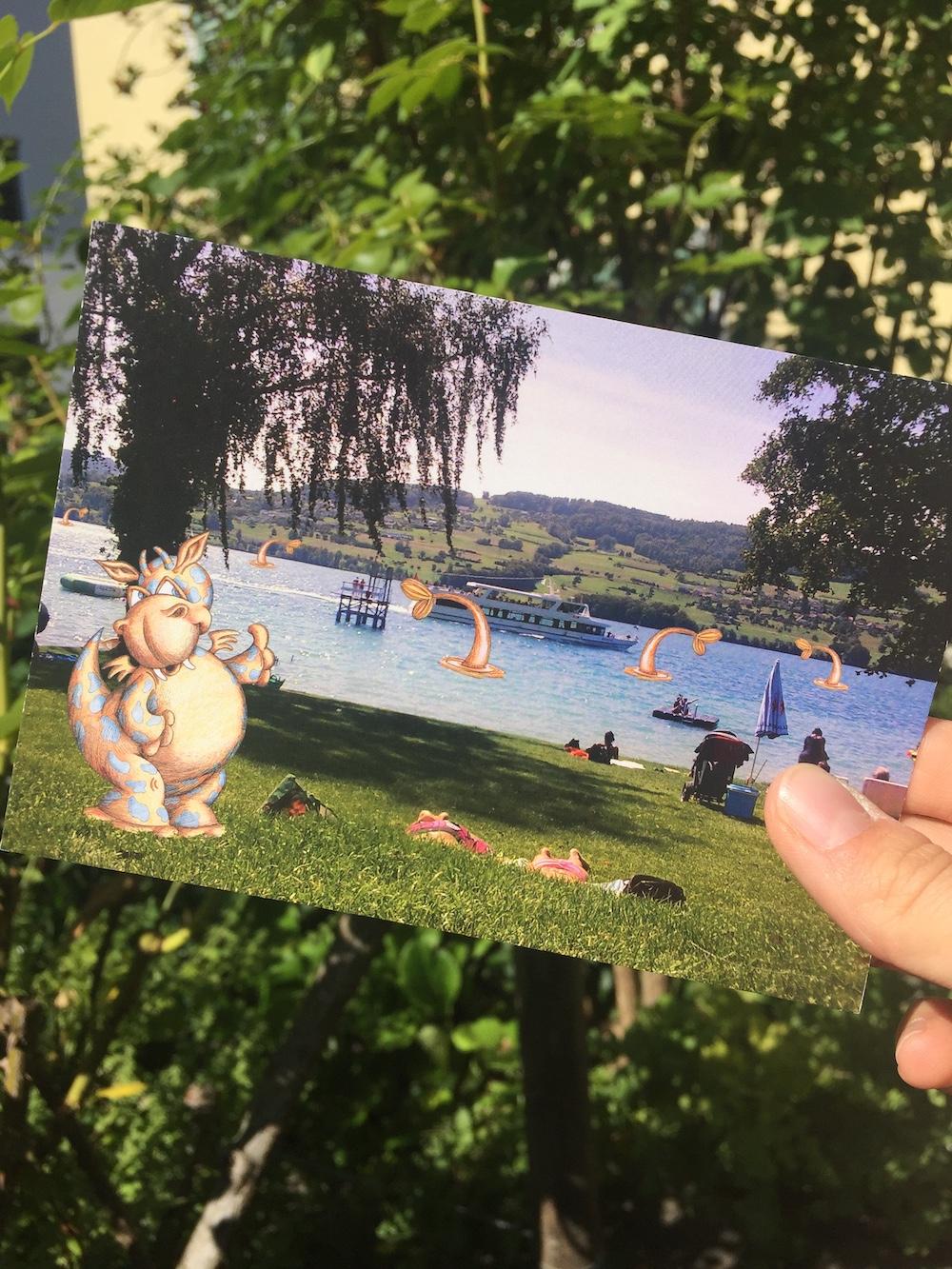 Das Hypopoppa geniesst die Sommerferien und schreibt eine Postkarte - Ab Mitte August können alle Kinder ein Bild von Hypopoppa in den Sommerferien abholen zum Ausmalen. Für jedes ausgemalte Geschenk gibt es ein kleines Geschenk!Direkter Link zum Bild hier: Ausmalbildwww.hbl.ch/hypopoppa