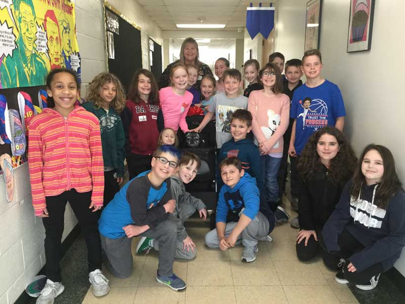 Mrs. Bullard's Fourth Grade Class with Bev and Gus