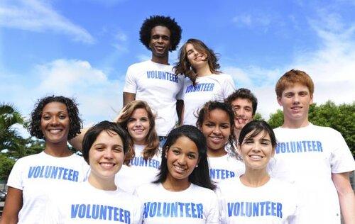 volunteers-istockphoto-mangostock-613x388.jpg