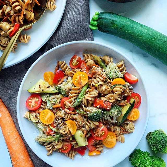 My Famous Pasta Salad - Summer ☀️ Edition! . Sharing this recipe (and 3 other gems) on part 2 of my Summer Recipe Series tomorrow! . Did you get week one yet?!! Hurry and grab it - CLICK the link in my bio to sign up! . This week I am sharing a few tricks to grilling and an amazing way to use your leftover grilled veg. HINT: it's a creamy, dairy free, gluten free, dip recipe that will be the center of your next party! . Garrett's mom @tburk80103 loves it and requested the recipe... so I'm sharing it on my Summer Series! . . . . . #radiantandabundantkitchen #radiantandabundantlife #onlinenutritioncoach #onlinecourse #iin #summerseries #recipes #summerrecipes #easyrecipes healthyrecipes #quickrecipes #cheflife #cooking #easymeals #cleaneats #pasta #zucchininoodles #tomatoes #summerproduce