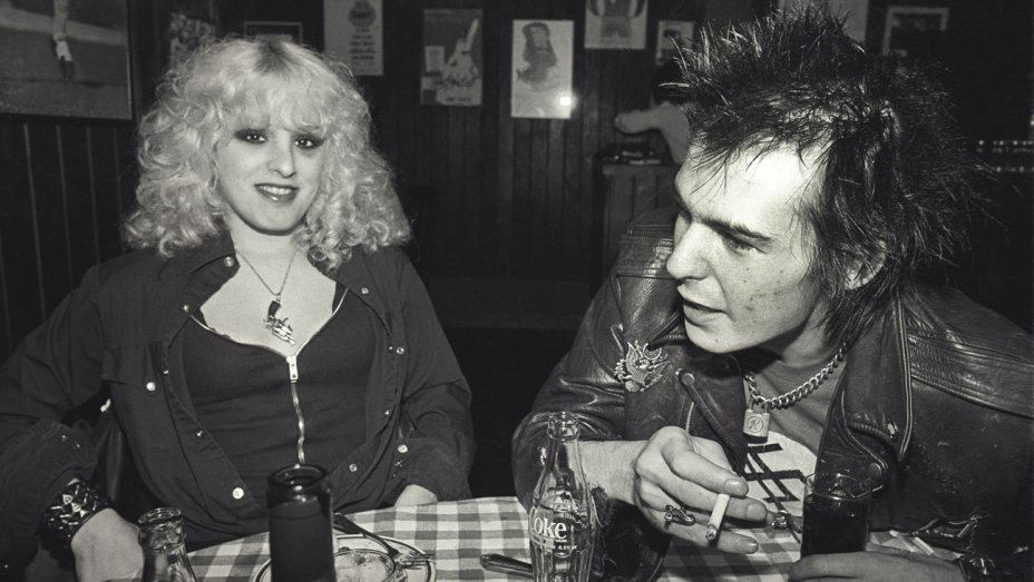 - This week we discuss the scenarios involving the tragic deaths of famous punk scenesters, Sid Vicious and Nancy Spungen. Join us on a journey of discovery and of course… Conspiracy!