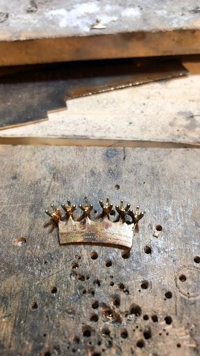 Engraving  crown