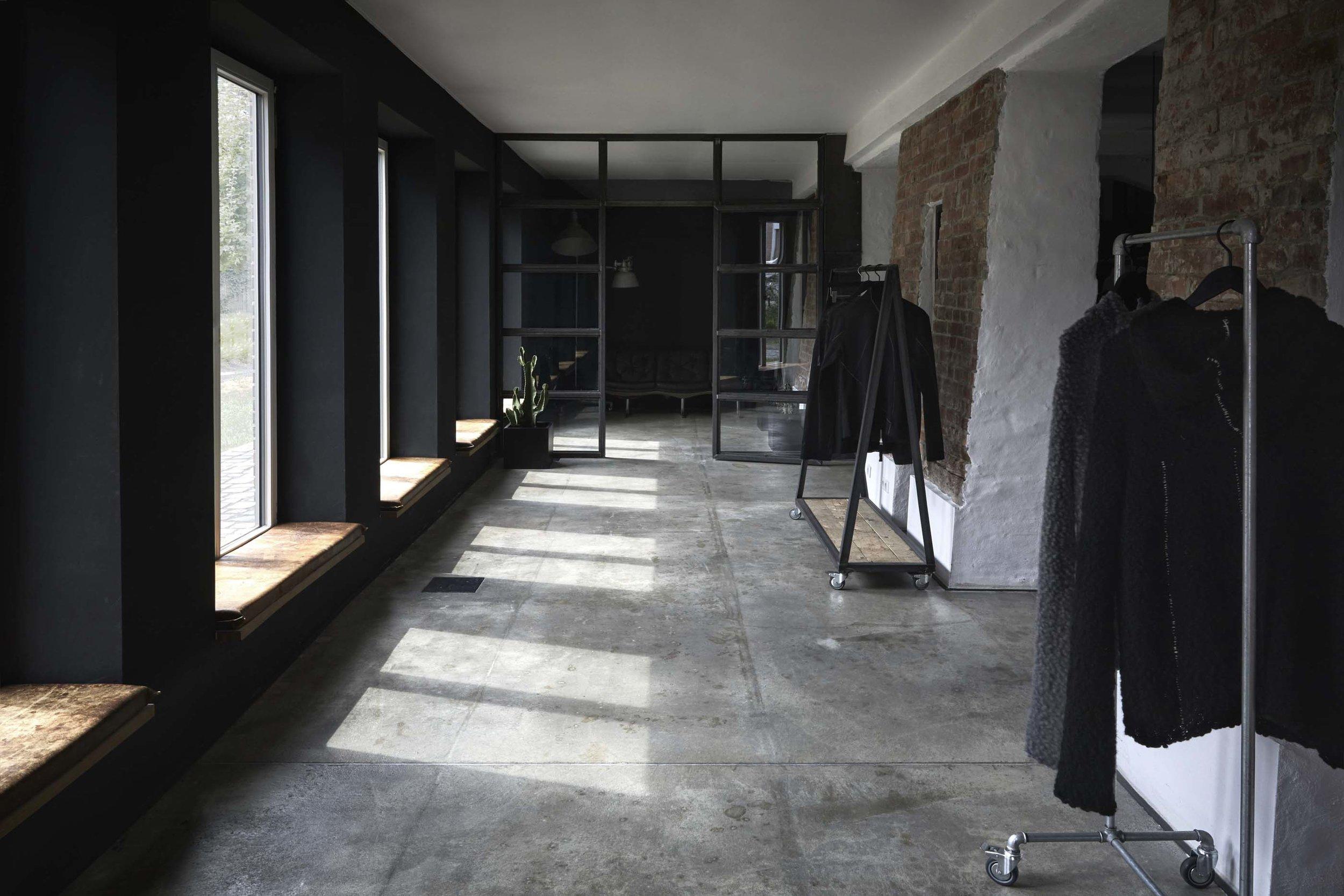 thom/krom Studio