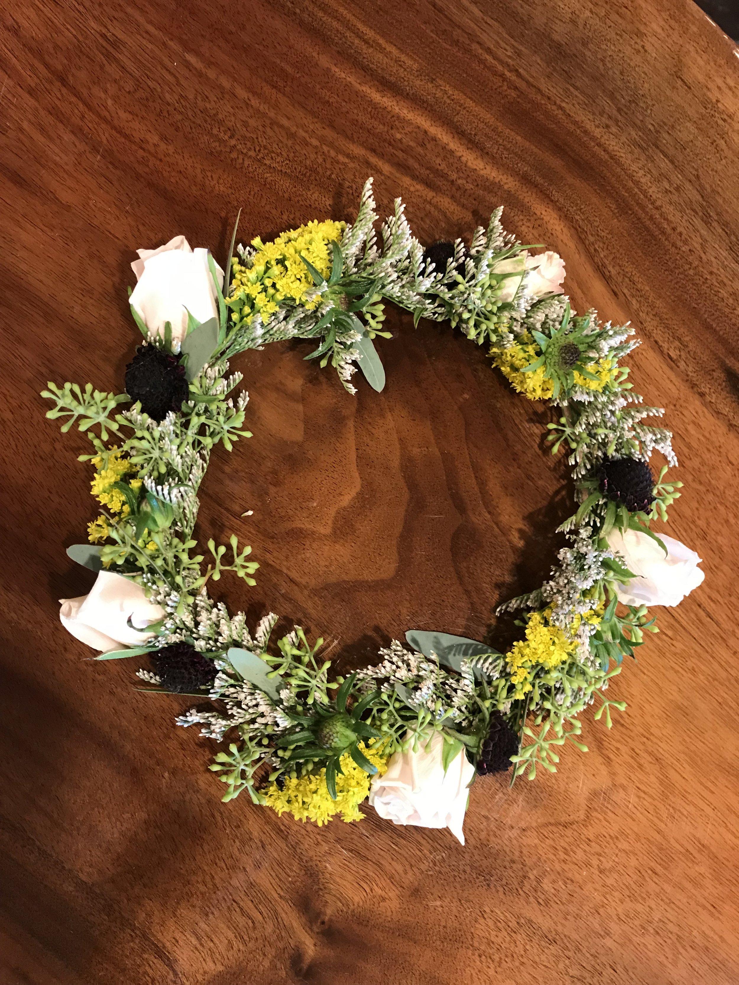 flower girl's head wreath