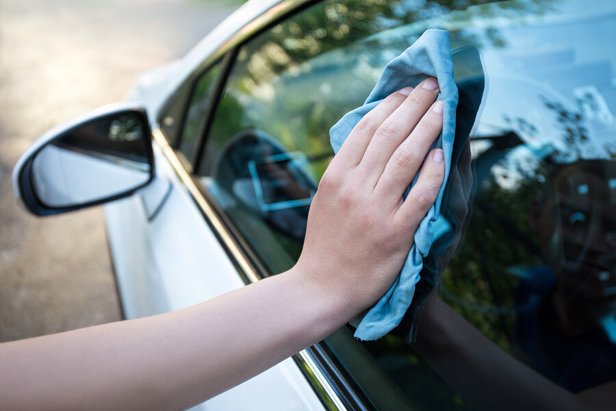 microfibre-Male-Hand-Cleaning-Car-Window.jpg