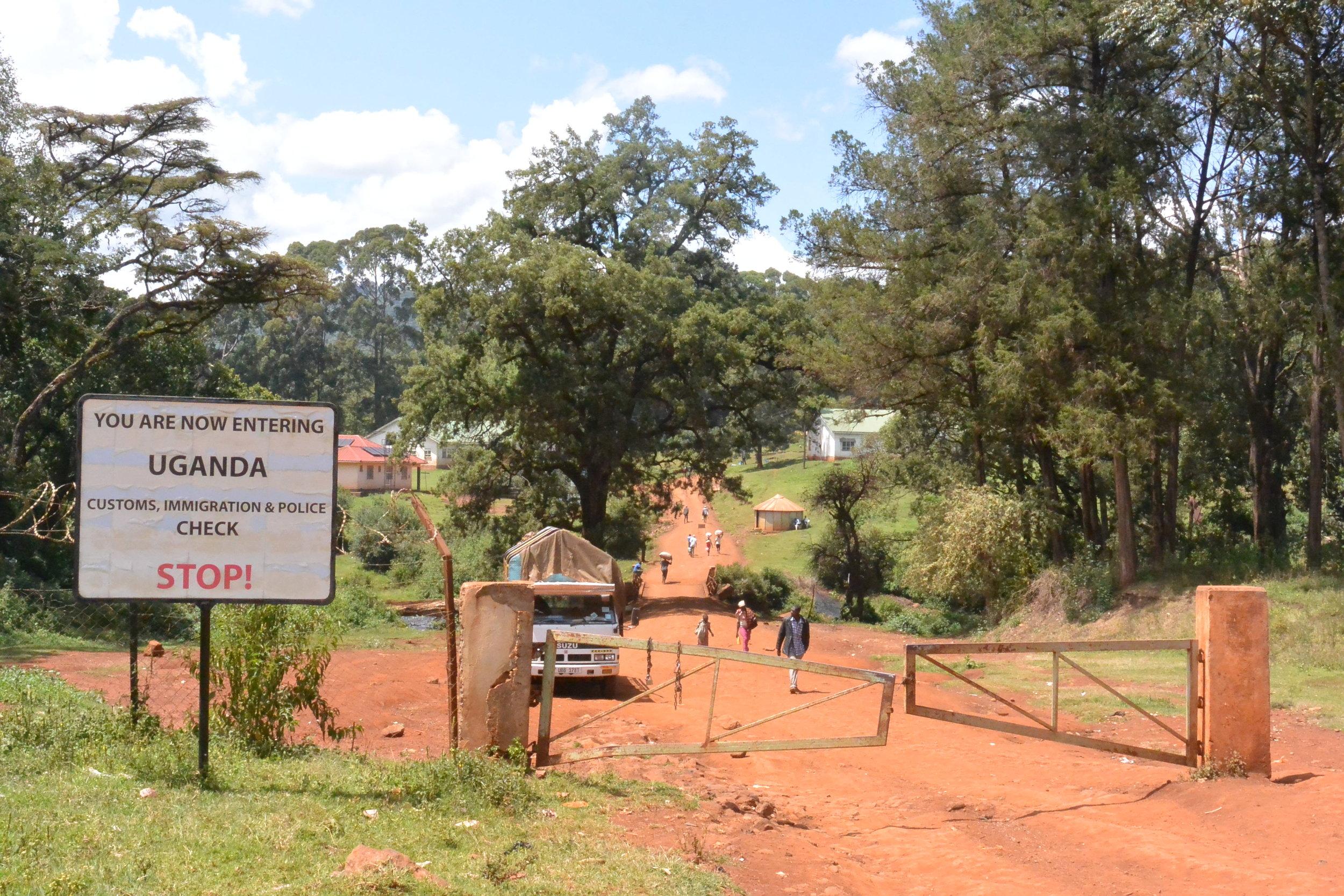 Border cross Uganda Kenya Suam
