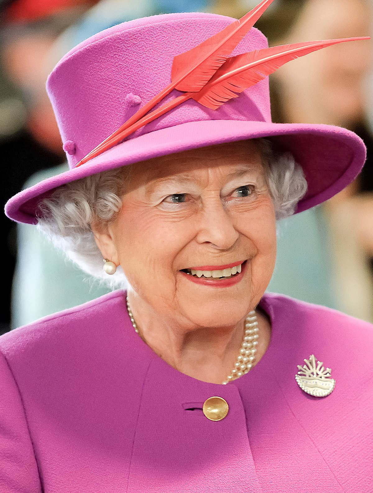 1200px-Queen_Elizabeth_II_in_March_2015.jpg