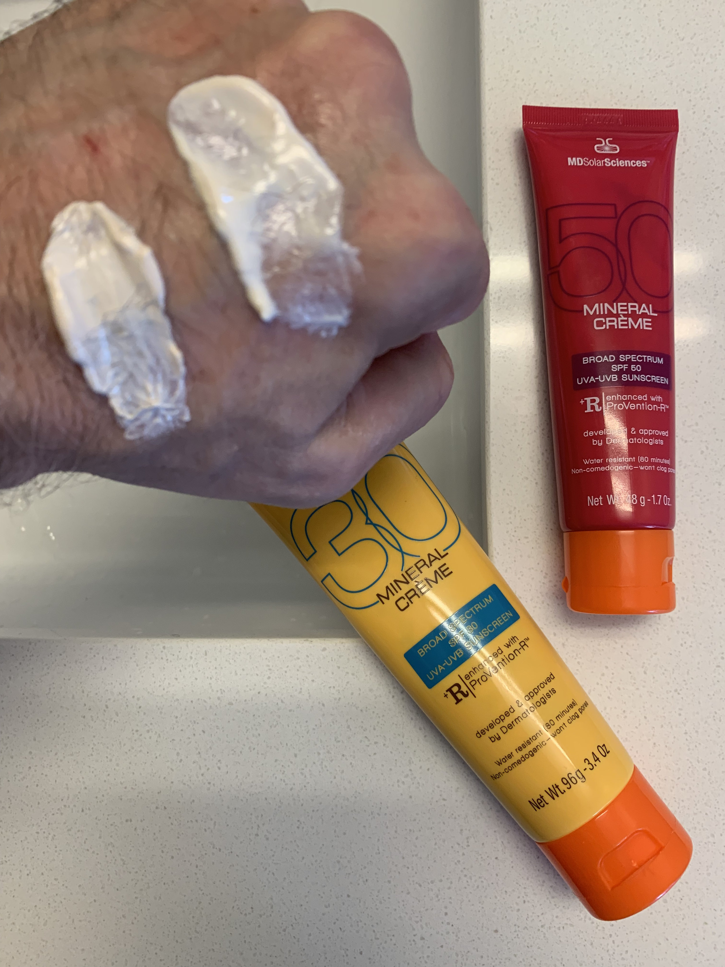 Comparing the textures of Mineral Crème 30 and Mineral Crème 30.