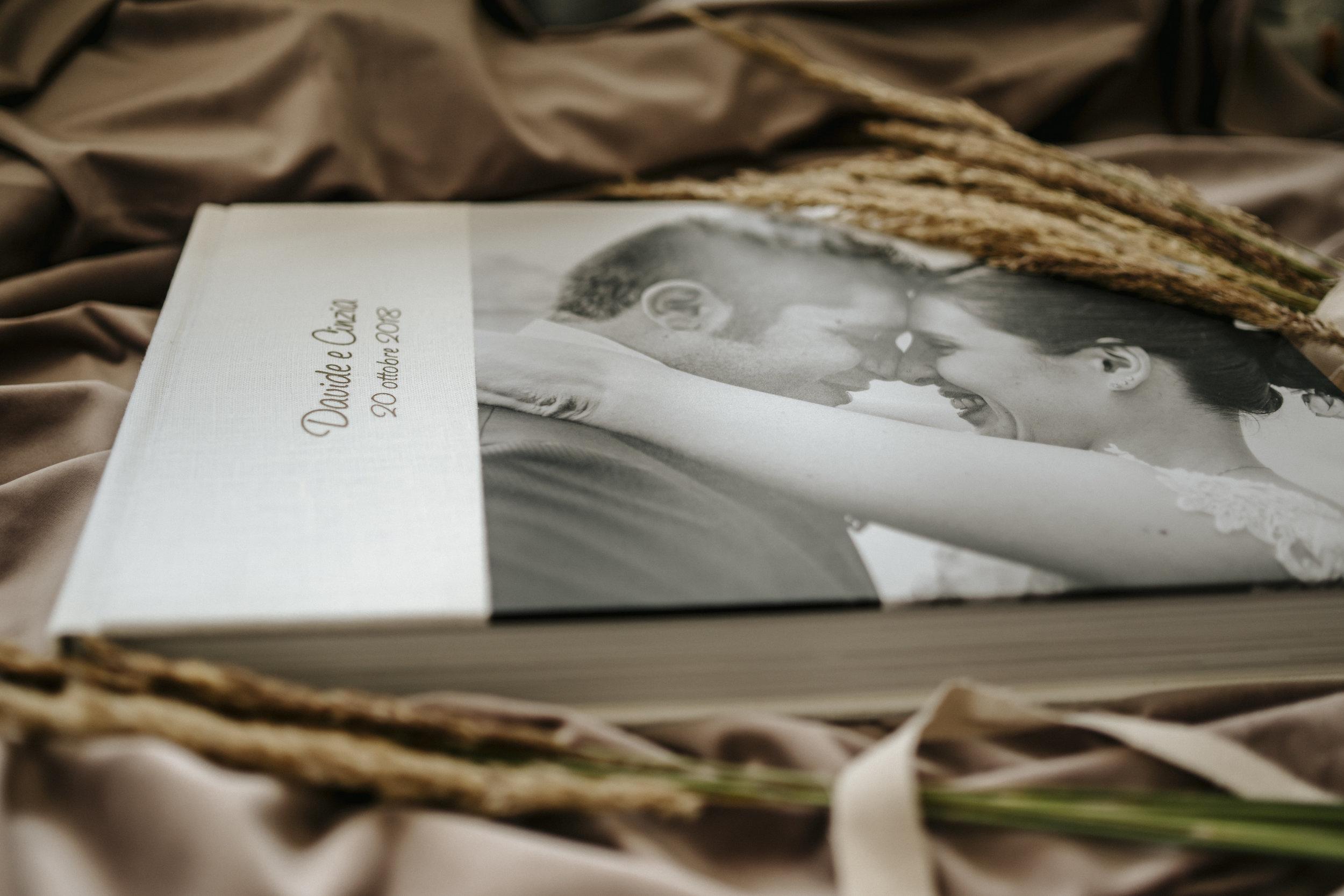 White Premium Pastel 30x45cm with 3/4 Photostripe