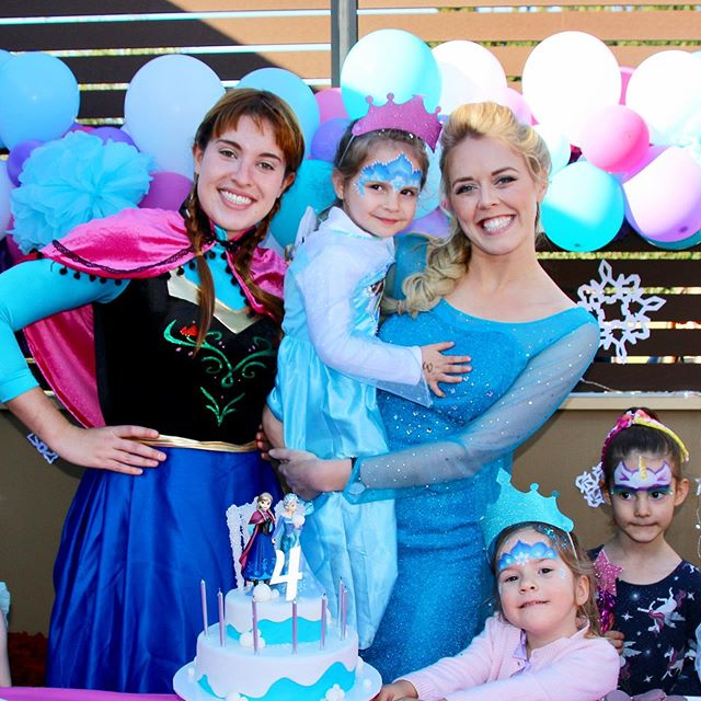 We had such a wonderful time celebrating Lylah's birthday over the weekend! ❄️ look at that cake! 😍