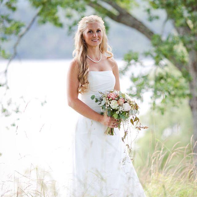 Haft en sommar med mycket glädje, tårar, svett o blod(jag är glasmästare). Det är alltid lika roligt att titta tillbaka på resultatet från sommarens bröllopsfotograferingar. Ser fram emot våren då blir det mer!