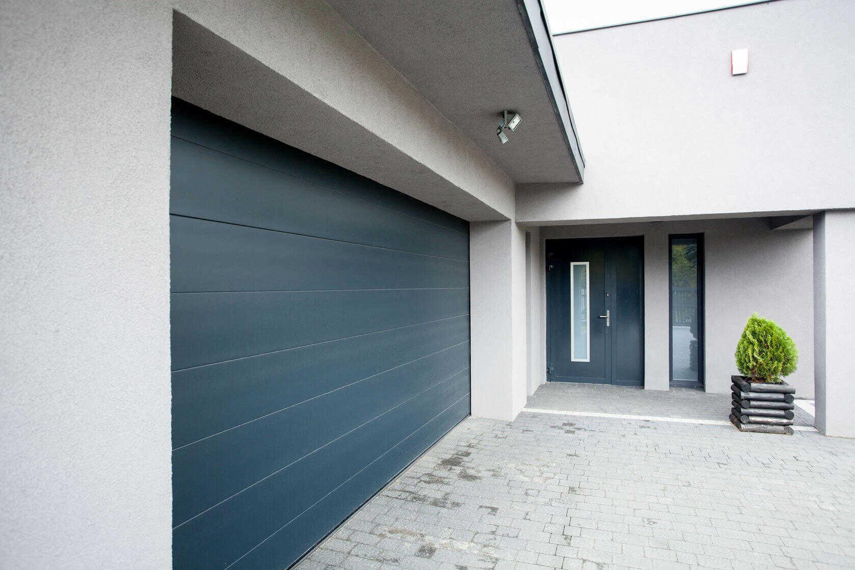 WorkAdvisor Devis Artisan Menuiserie Porte de garage Menuisier Rénovation Maison Appartement Cout Budget Travaux.jpg