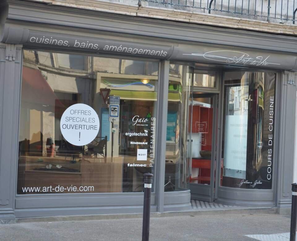 WorkAdvisor Vitrine Magasin ART de Vie agenceur de cuisine et Salle de Bain.jpg