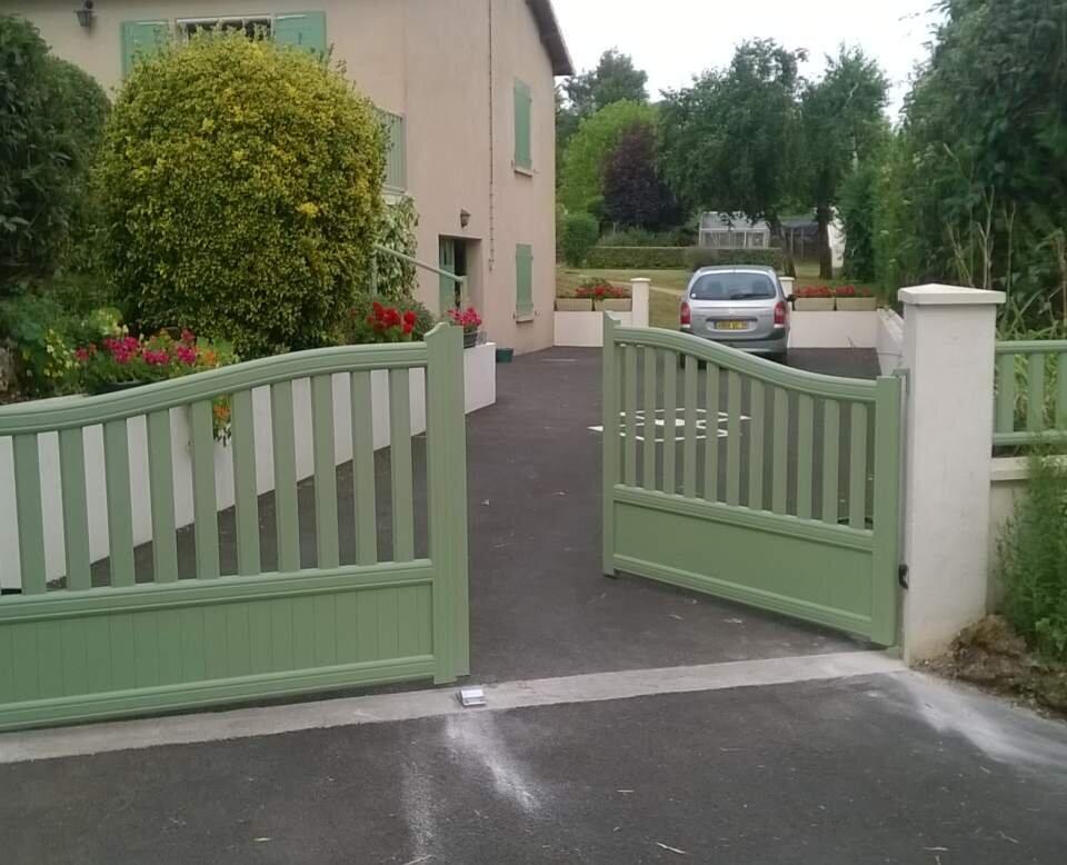 WorkAdvisor julien doreille menuiserie Portail porte d'entrée porte de garage portail cloture bois Fenêtres PVC Alu Aluminium Artisan Devis.jpg