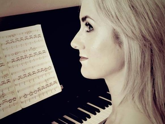 Danielle Kelly - Wedding Singer - Specialising in Wedding Ceremony MusicProfessional singer, musician and vocal coach based in Inishowen, Co. Donegal; Danielle is a Classically trained singer and pianist who can sing in any style. Also available for drinks receptions