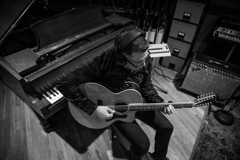 A-studio_guitar-piano_2018-03_bw_1500x1000.jpg