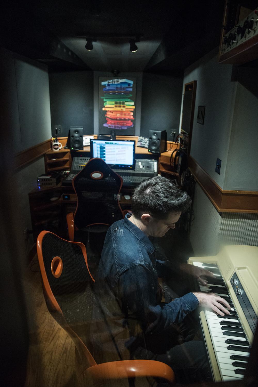B-studio-keyboard-2018-03-color_1000x1500.jpg
