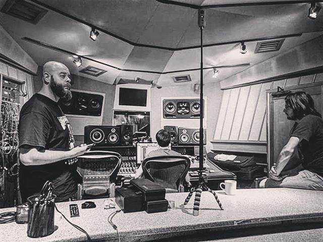 🤘🏼 • #Repost @stringbreakerrock ・・・ Ouvindo as gravações no @eastsidesoundstudios em #NYC! Logo vcs terão um belo material pra ouvir!  #rockband #Rock #ny #music #record #BluesRock #USTour @silentbrewrecordsnyc