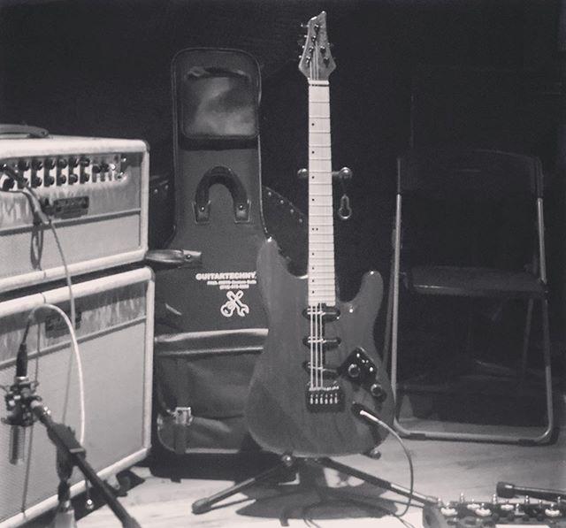 🤘🏼 • #Repost @emre_yilmaz ・・・ Starlight is her name #paulniettocustom #guitartechnyc