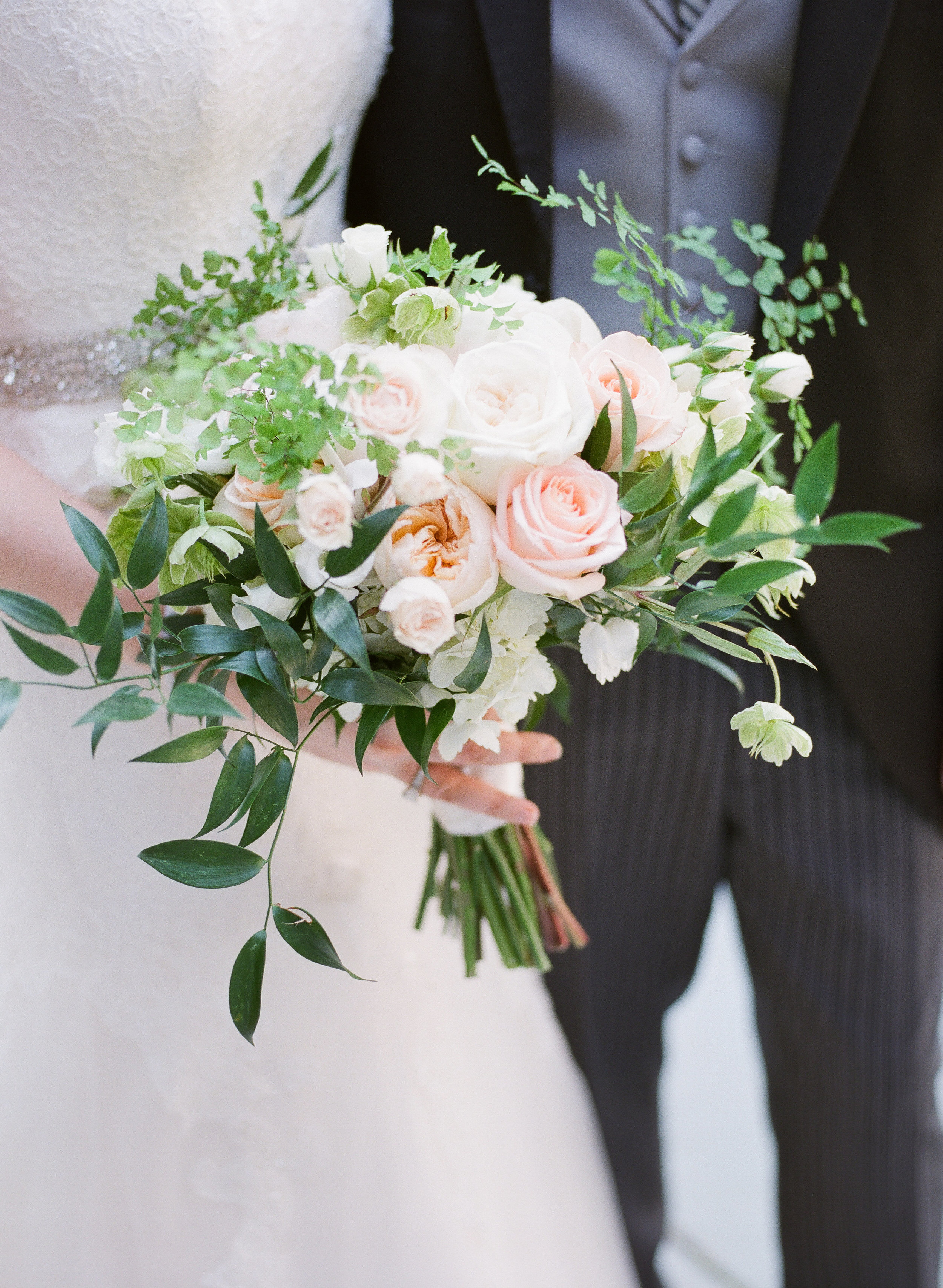 61455-chapelhillnctraditionalsouthernweddingbouquetchapelhillnctraditionalsouthernweddingbouquet.jpg