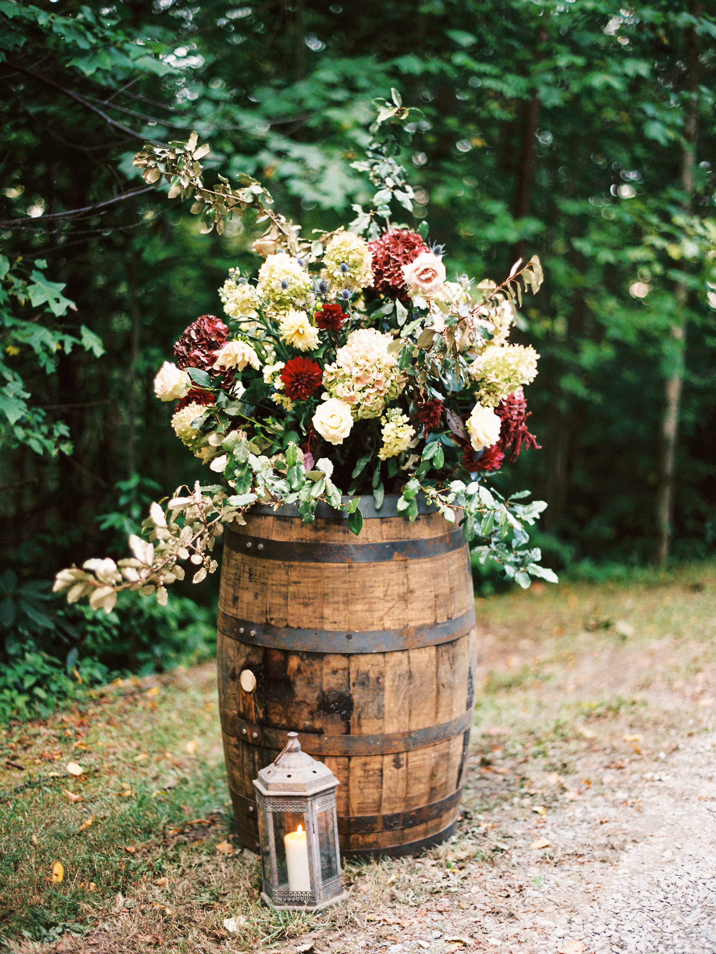 0d9dc-ncmountainhomeweddingfloralarrangementbarrelncmountainhomeweddingfloralarrangementbarrel.jpg