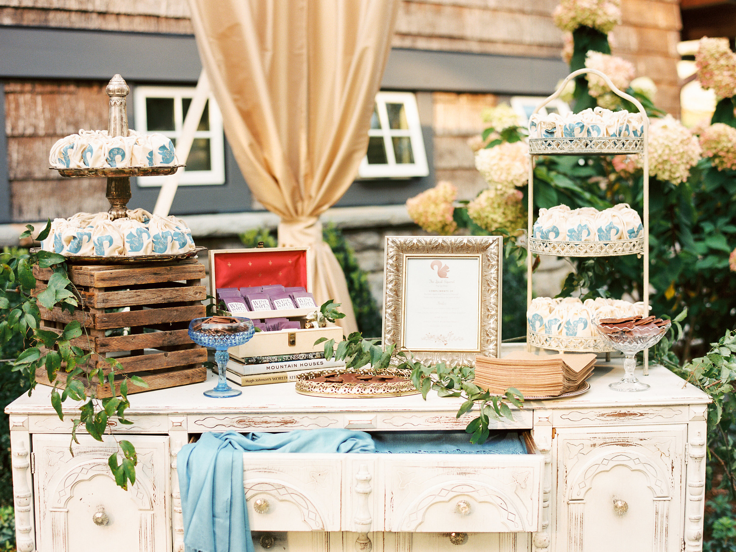 47160-ncmountainhomeweddingreceptionfavorsvintagefurniturencmountainhomeweddingreceptionfavorsvintagefurniture.jpg