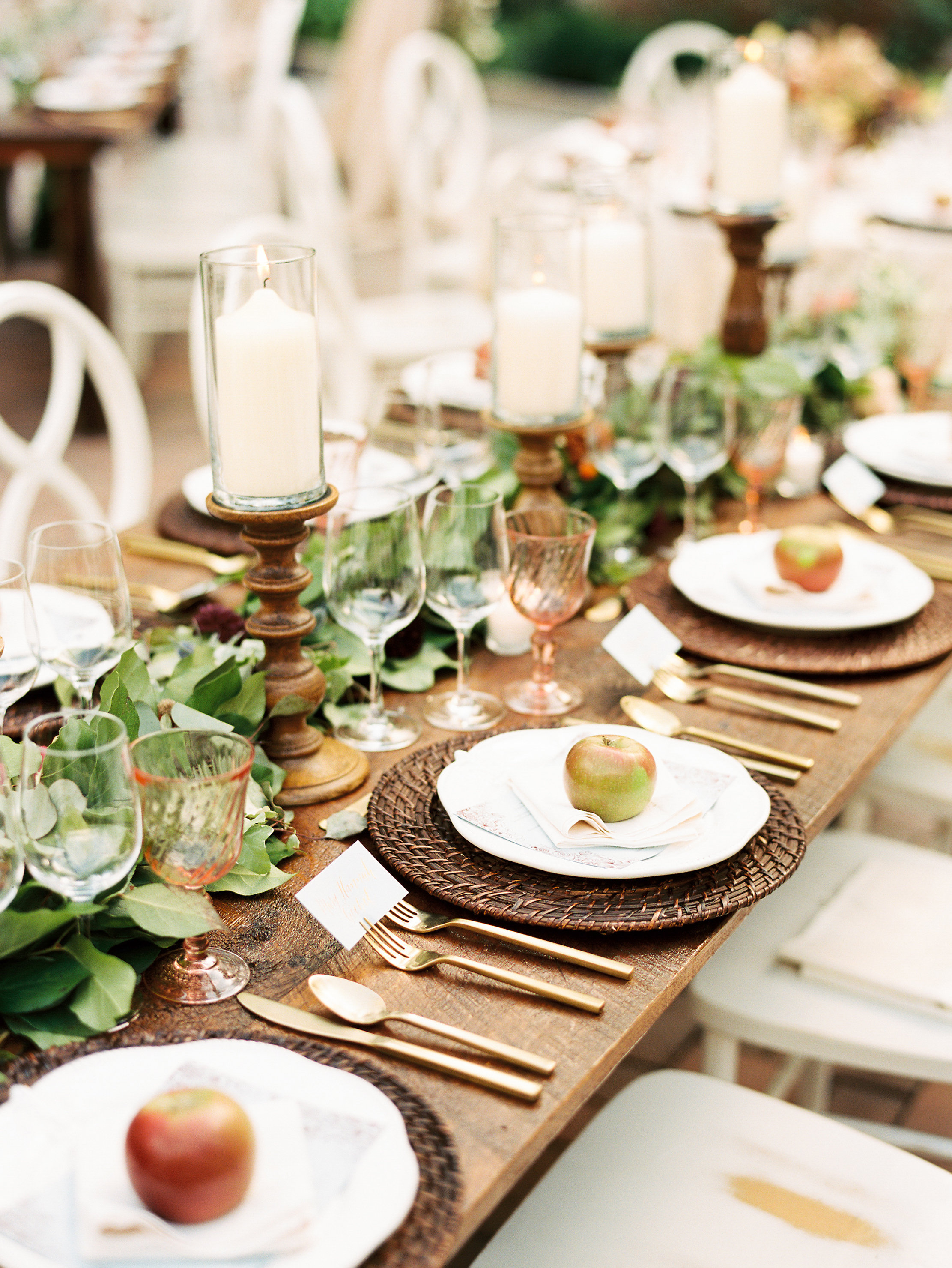 597ab-ncmountainhomeweddingreceptiontablescapeapplesdetailncmountainhomeweddingreceptiontablescapeapplesdetail.jpg