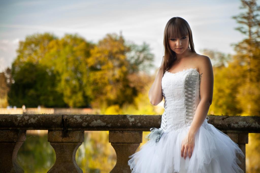 Robe de mariée blanche et grise