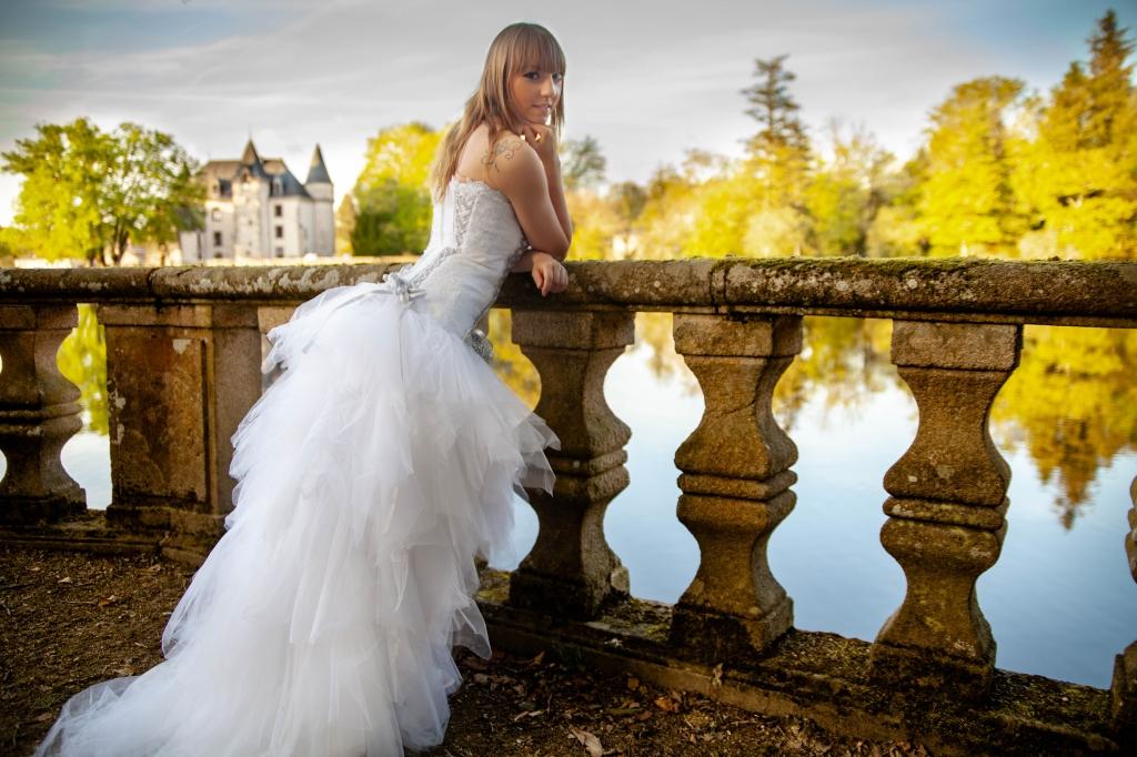 Mariée au bord du lac