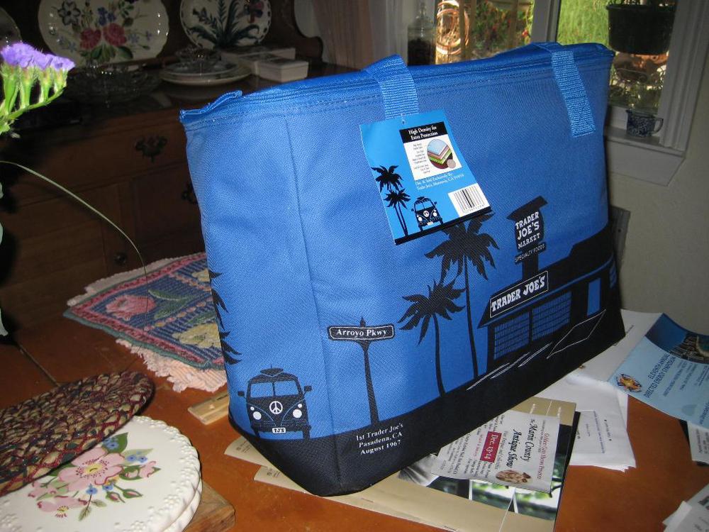 Trader+Joe's+insultated+bag.jpg
