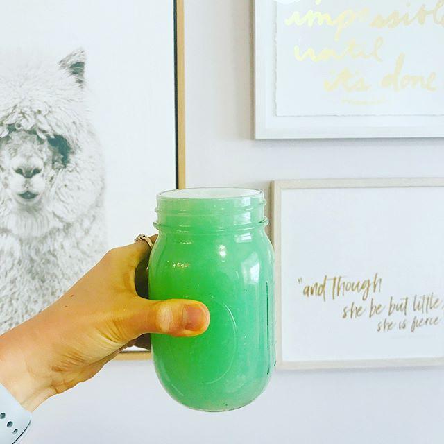 If Mermaids drank lemonade... 🧜♀️ 🍋 🍹 ✨ 3 lemons, fresh pressed (1/2 cup) 1/2 tsp fresh ginger (anti-inflammatory)  1/4 tsp crushed pearl powder (yep. Promotes Collagen production) @moonjuice 16 oz water  1/8 tsp Blue Majik @e3live (vegan source of B12 and also highly alkalizing)  1/2 tsp probiotic powder @moonjuice  Stevia or monk fruit to sweeten  1/4 tsp l-glutamine @jarrowformulas (gut repair)  Stir together, or pulse in a blender, and enjoy.  Mocktail or cocktail. You decide. 🤷🏼♀️