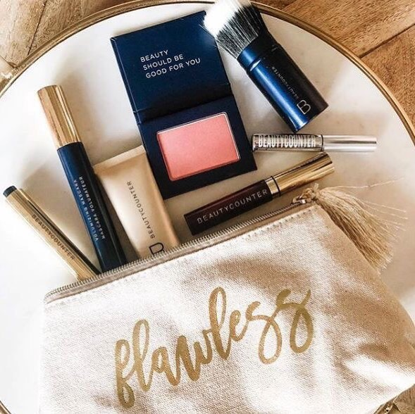 Who doesn't love a good SALE!?! .. Ready for a makeup refresh as we slide into fall? Grab our best selling Flawless in Five collection (20% when bought as a set) and get a retractable foundation brush for FREE! ($35 value) 👏👏 .. Band of beauty member? You'll get free shipping and 10% back in product credit. .. Not a band of beauty member? Treat yourself and upgrade for $29 for free shipping, 10% product credit and a FREE overnight resurfacing peel. ($67 value) How can you beat that?