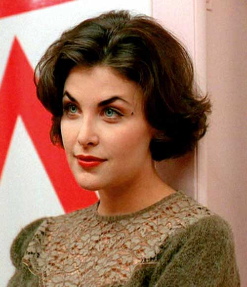 stylish-short-haircuts-for-thick-and-wavy-hair-audrey-horne.jpg
