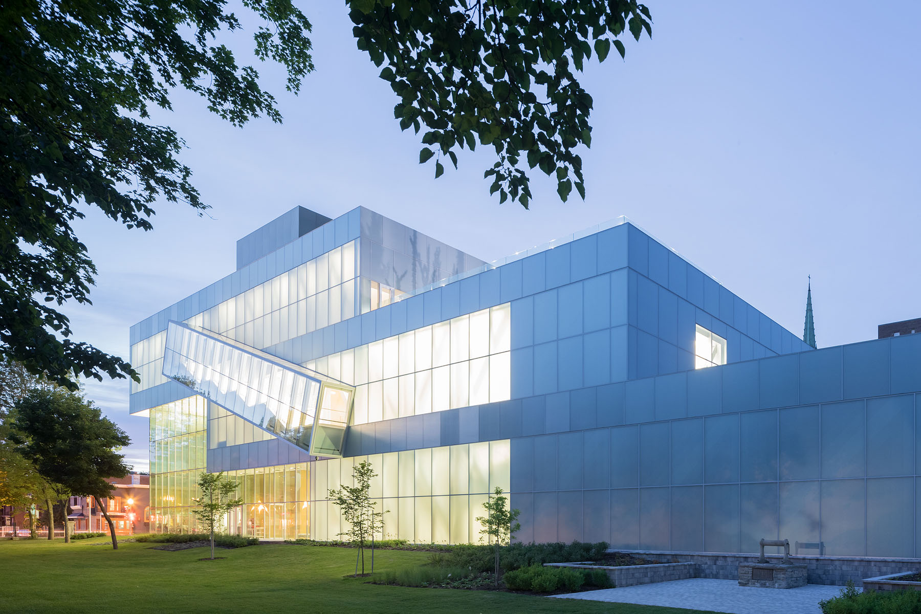 The 14,900sf museum stacks three gallery volumes in a cascading cantilever over the Grand Hall. -