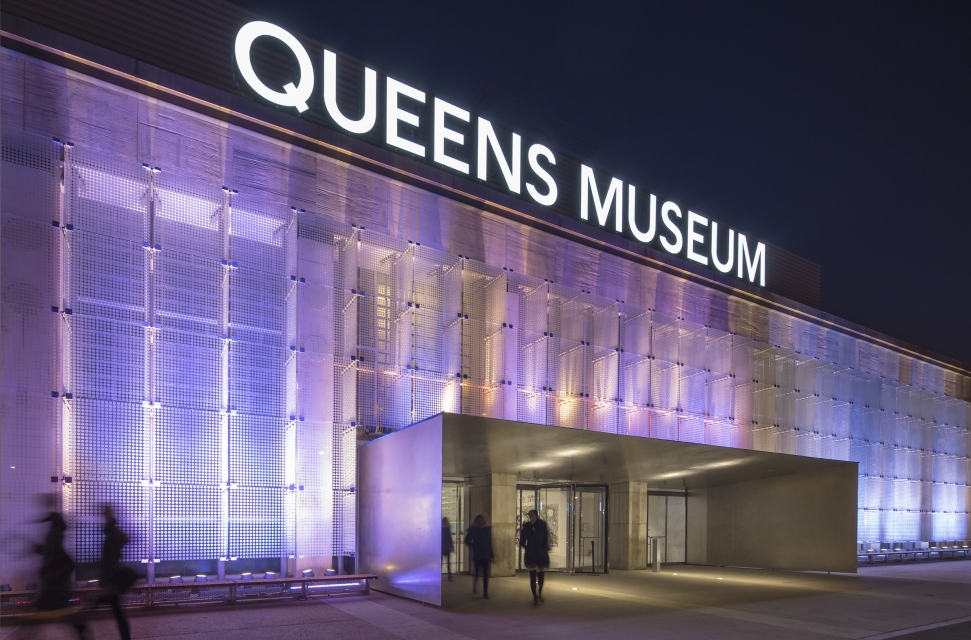 - The west facade,facing the Grand Central Parkway, has been redesigned with a new entrance and a 200' wide by 27' tall interactive glass wall that will announce the museum to the 244,000 cars driving by every day.