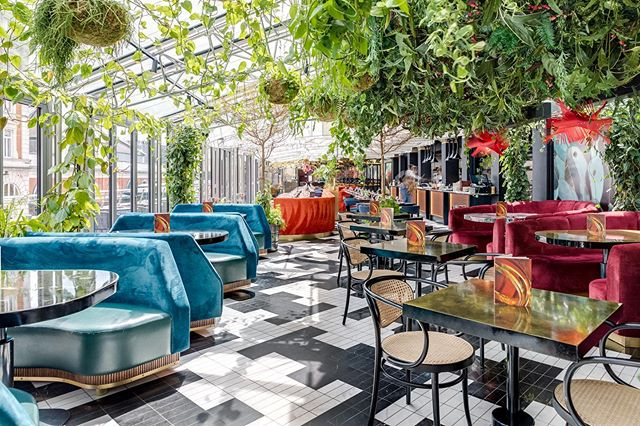 Good interior design can completely change how you experience a space. My favourite place on a day like today would have to be @sushisamba in Covent Garden. Wheres your favourite space in London?