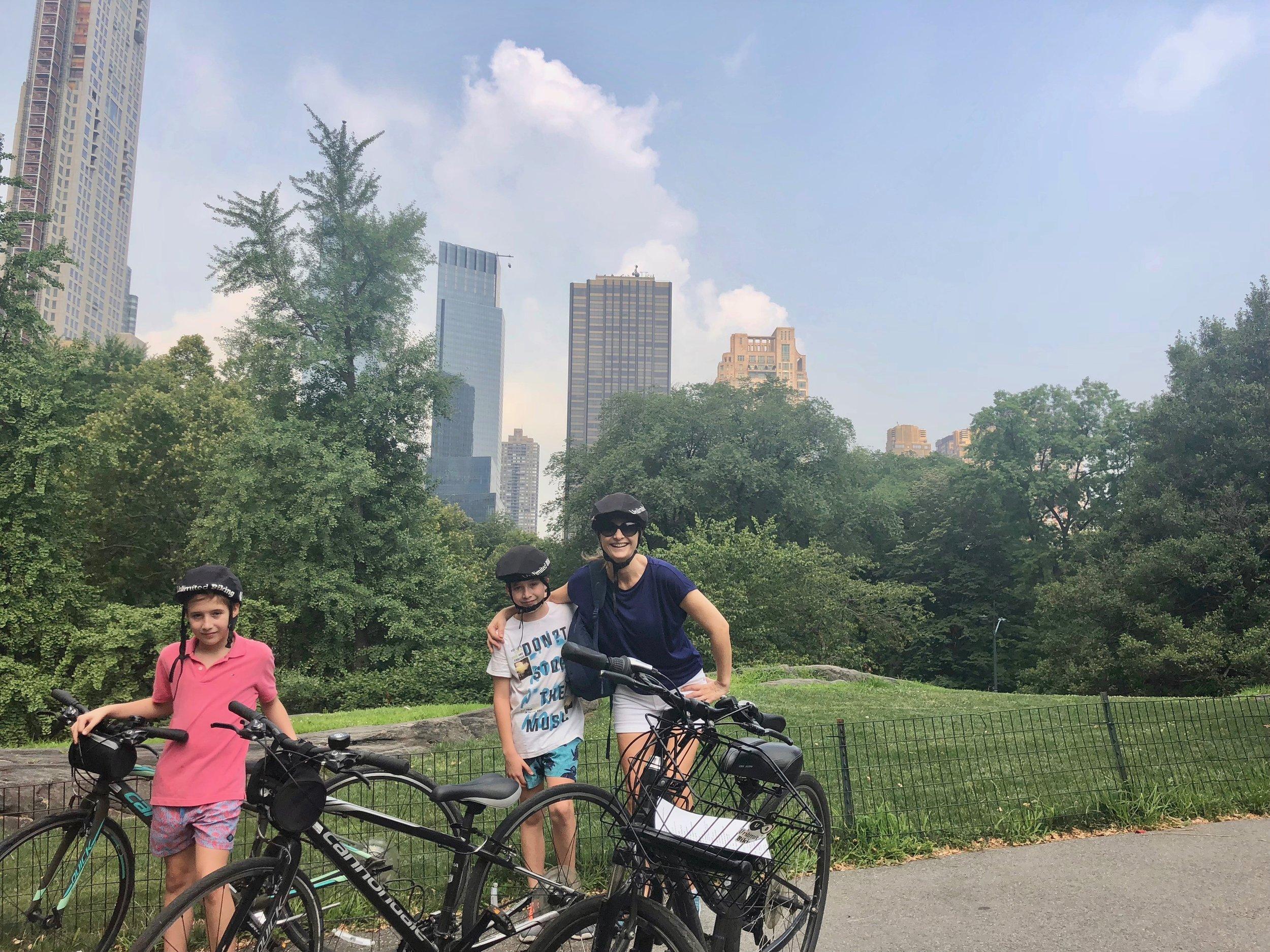 Viaje sobre ruedas: con sus hijos Fran y Nacho, en el Central Park de Nueva York.