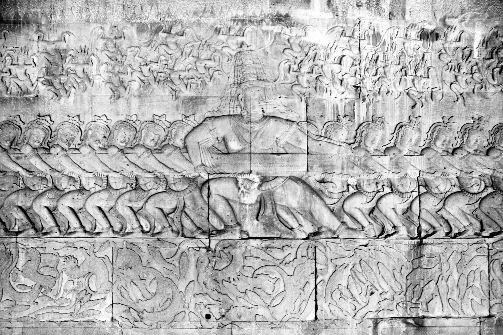El batido del mar de leche : casi una función de cine mudo en las piedras de Angkor Wat.