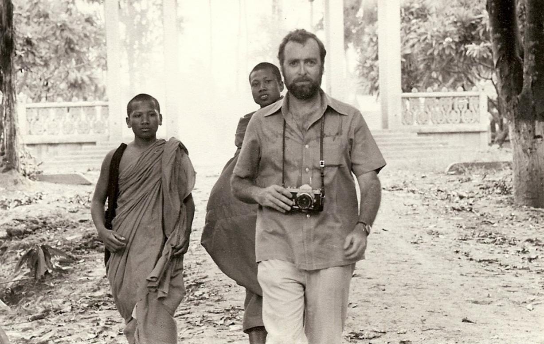 El legendario Sidney Schanberg y, abajo, Sam Waterson encarnándolo en  The Killing Fields .