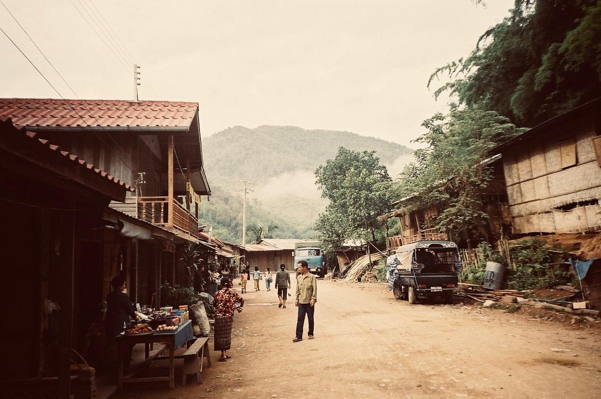 Pakbeng, escala obligada para quienes viajan en barco lento entre el norte de Tailandia y Luang Prabang.